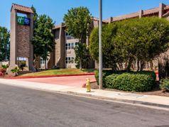Holiday Inn Express & Suites Camarillo